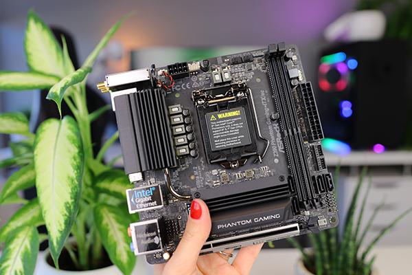 ASRock Z390 Phantom Gaming-ITX/AC - Foritain - Userreviews - Tweakers